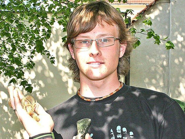 Adam Kout s částí nalezeného pokladu
