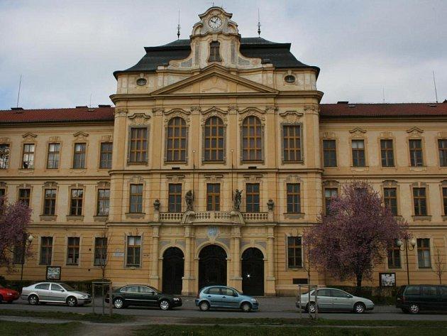 Gymnázium Dr. Josefa Pekaře