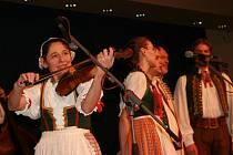 13. Národní krojovaný ples v Praze.