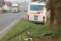 Nehoda autobusu v Bratronicích.