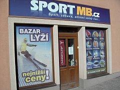 Sport MB sídlí v Hradišťské ulici v Kosmonosích.