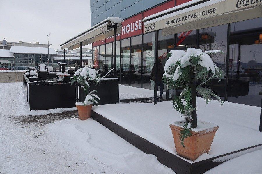 Mladou Boleslav zasypal sníh.