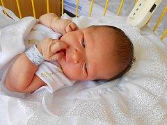 TOMÁŠ Navrátil se narodil 2. července, vážila 3,72 kg a měřil 51 cm. S maminkou Radkou a tatínkem Tomášem bude bydlet v Mladé Boleslavi.