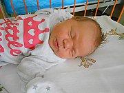 Michaela Fuchsová se narodila 7. července, vážila 3,36 kg a měřila 45 cm. S maminkou Markétou a tatínkem Milanem bude bydlet v Čisté, kde už se na ni těší bráškové Petr a Tomášek.