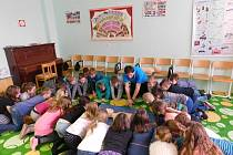 ZBAVIT SE STRACHU z ošklivě vypadajících poranění a zachovat v krizové situaci chladnou hlavu, to bylo cílem Dnů pro záchranu života, které na boleslavské 9. základní škole zvané Pastelka uspořádali profesionální záchranáři ze vzdělávací společnosti Zdrav