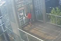 Vandal poničil výtah na Ptácké