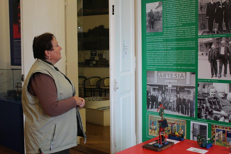 Slavnostní vernisáž, která se konala v sobotu 16. září v Muzeu Benátky nad Jizerou, zahájila unikátní výstavu světoznámého výtvarníka Kamila Lhotáka.