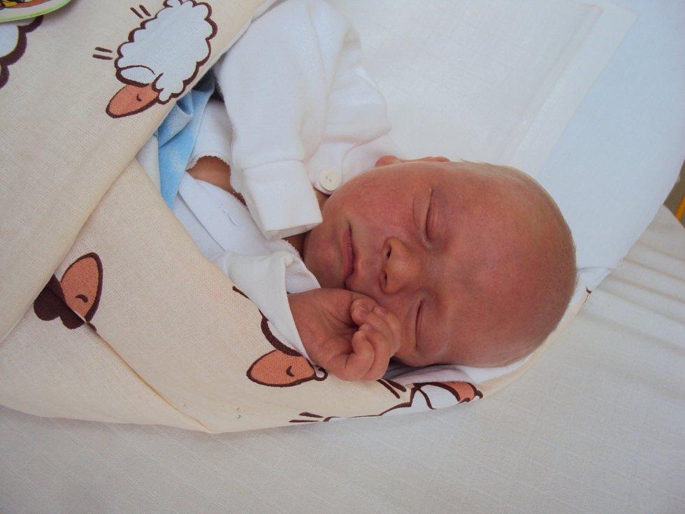 JIŘÍ Pašek se narodil 26. května s mírami 3,77 kilogramů a 52 centimetrů. Doma bude ve Staré Boleslavi.