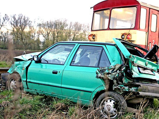 Řidič osobního vozidla nebyl naštěstí při nehodě zraněn. Stejně tak nikdo z vlaku.