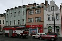 K požáru došlo v domě, v jehož přízemí sídlí cestovní kancelář.