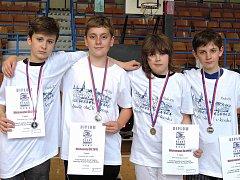V BĚLÉ slaví úspěchy i šermíři z kategorie mladších žáků, bodovali na Mistrovství ČR.