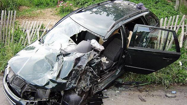Střet osobního auta a hasičského vozu u Kněžmosta.
