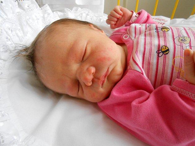 Štěpánka Bartoňová přišla na svět 9. listopadu s mírami 3,32 kg a 48 cm. Maminka Drahomíra a tatínek Radek si ji odvezou domů do Hrušova, kde už se na ni těší sestřička Eliška.