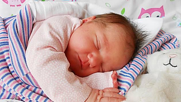 Terezka Pacovská přišla na svět 25. března s mírami 3,7 kg a 51 cm. S maminkou Míšou a tatínkem Michalem bude bydlet v Mladé Boleslavi, kde už se na ni těší bráška Honzík.