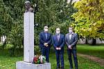 Kladení věnců v Benátkách nad Jizerou u příležitosti 102. výročí vzniku samostatného Československého státu.