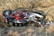Havárie dvou motocyklů a osobního auta u Bělé pod Bezdězem.