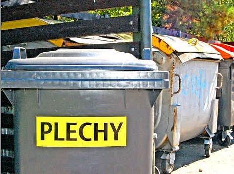 JEDNÍM Z MÍST, kde mohou obyvatelé Bělé odložit kovový odpad, je sběrné místo u základní školy v Máchově ulici.