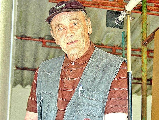 Na střelnici v Neuberku nemohl při soutěži chybět ani pravidelný účastník Josef Jirout z Vysokého Mýta