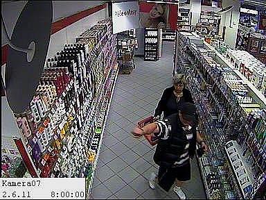 Zloději v drogérii.