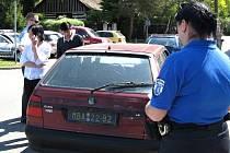 Cizinka neměla řidičské oprávnění, přesto sedla za volant