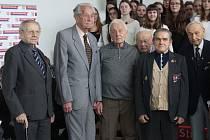 Váleční veteráni převzali ocenění v boleslavském leteckém muzeu