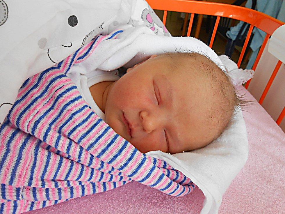 Amálie Frýbová, Mladá Boleslav. Narodila se 10. června, vážila 3,61 a měřila 51 cm. Maminka Renata, tatínek Petr a sestřička Viktorka.
