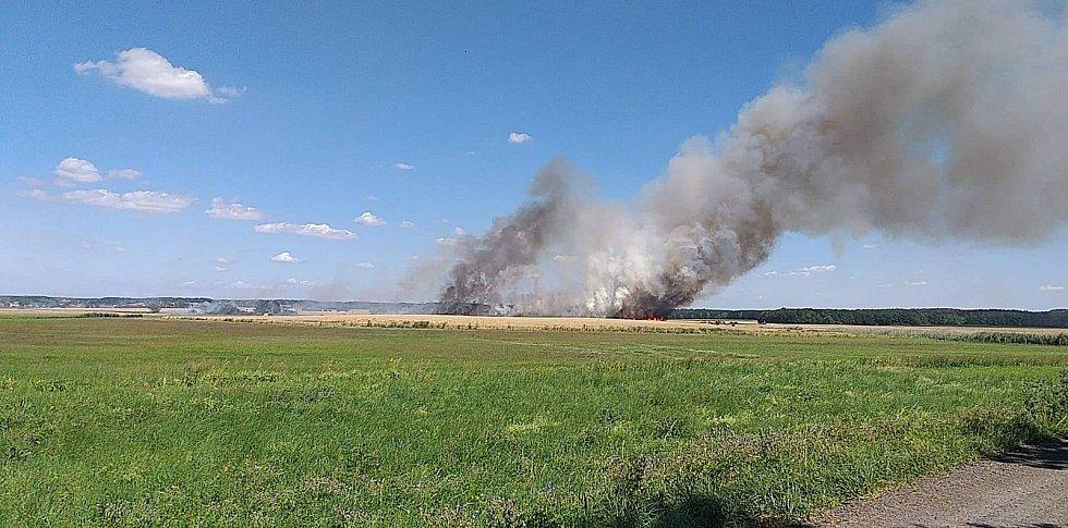 Požár pole u Smilovic
