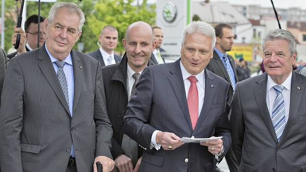 Prezident Miloš Zeman a Joachim Gauck na návštěvě  v automobilce Škoda Auto