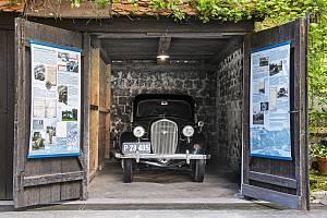 Garáž v areálu Památníku Karla Čapka ve Staré Huti u Dobříše, v níž se uchovala ŠKODA RAPID