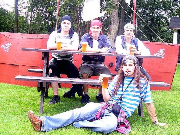 Třetí místo v soutěži masek obsadila pirátská loď se čtyřmi piráty na palubě.