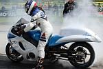 O víkendu bude hoškovické letiště u Mnichova Hradiště opět patřit závodům dragsterů, nejrychlejších motocyklů, které z nuly na sto zrychlí za 1,5 sekundy a do cíle dojíždějí i rychlostí 300 km/h.