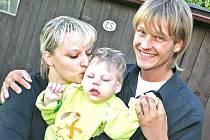 Petr Pik se synovcem Danem. Petr Pik tancoval v soutěži Bailando za lepší život Danečka, nyní pořádá další akci na podporu nejen Dana, ale i dalších handicapovaných dětí.