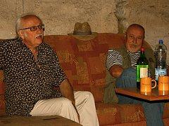 Václav Knop přizval na besedu jako překvapení svého kamaráda Otu Jiráka.