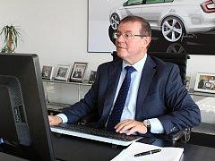 Člen představenstva společnosti Škoda Auto za oblast lidských zdrojů Bohdan Wojnar odpovídá na dotazy čtenářů Boleslavského deníku.
