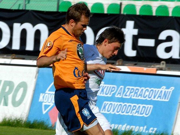 Boleslavský útočník Jan Kysela (vpředu) byl autorem jediné branky svého týmu, ale k vítězství to nevedlo