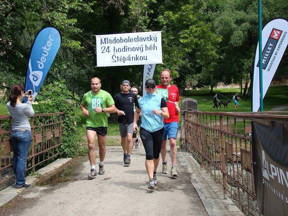 Opravdoví vytrvalci se pustili na 24hodinoný běh Štěpánkou přesně ve 12:00.