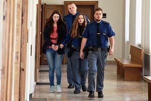 Na čtyři roky do věznice s ostrahou poslal soud 21letou Lenku W.