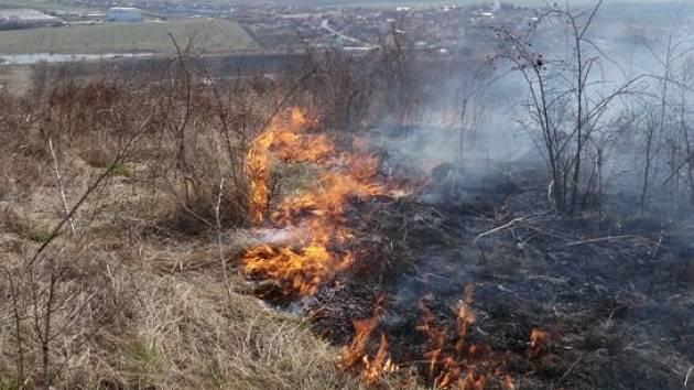 Hasiči varují, tráva se ploště pálit nesmí!