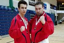 Filip Vít (vlevo) si veze z Irska bronzovou medaili