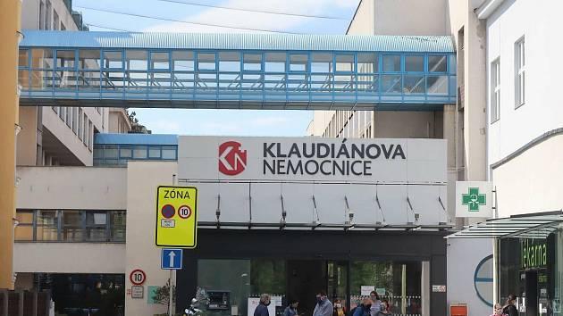 Klaudiánova nemocnice, hlavní vchod