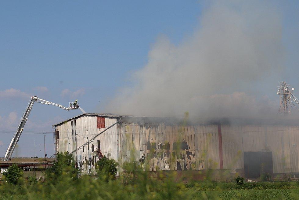 Požár seníku v obci Skalsko.