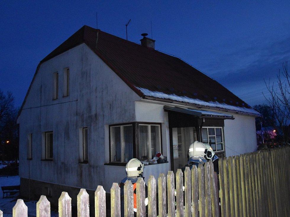Požár rodinného domu v obci Střehom u Dolního Bousova.
