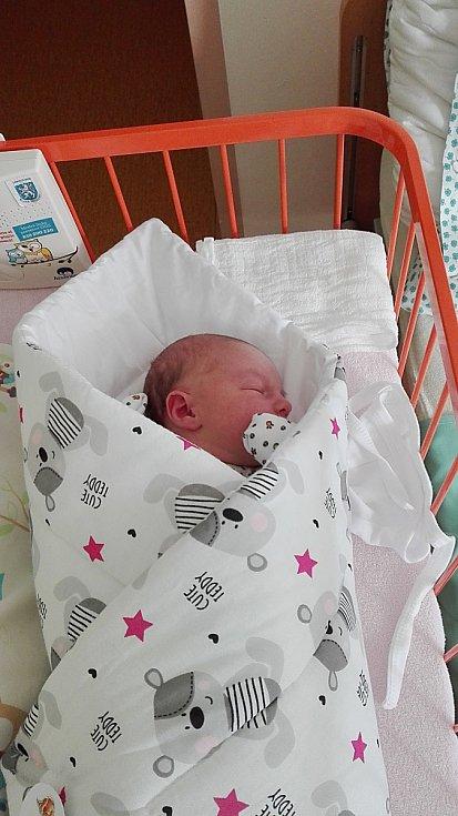 Anička Brabcová se narodila 23. března, vážila 3,34 kg a měřila 52 cm. S maminkou Věrkou a tatínkem Jakubem bude bydlet v Klášteře Hradišti nad Jizerou.