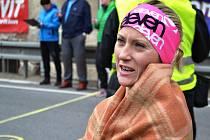 Barbora Macková v cíli maratonu v Benešově u Semil.