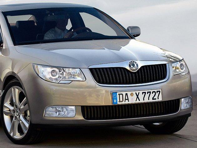 Nová Škoda Superb na fotografii, kterou zveřejnil magazín Motor Authority.