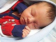 Dominik Klouzal se narodil 25. prosince, vážil 3,41 kg a měřil 50 cm. S maminkou Ilonou a tatínkem Danielem bude bydlet v Bělé pod Bezdězem.