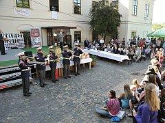 Díky spolupráci s Hradem zahajuje Horkyfest Hudba hradní stráže.