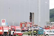 V Bezděčíně zasypaly trosky části budovy dva zaměstance