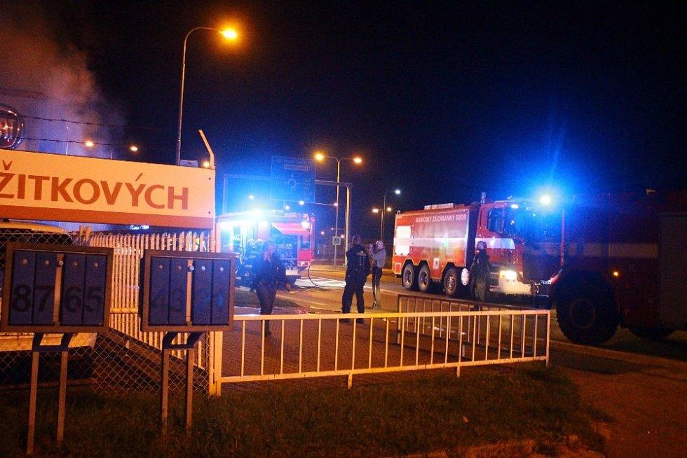 Požár v mladoboleslavském autosalonu.