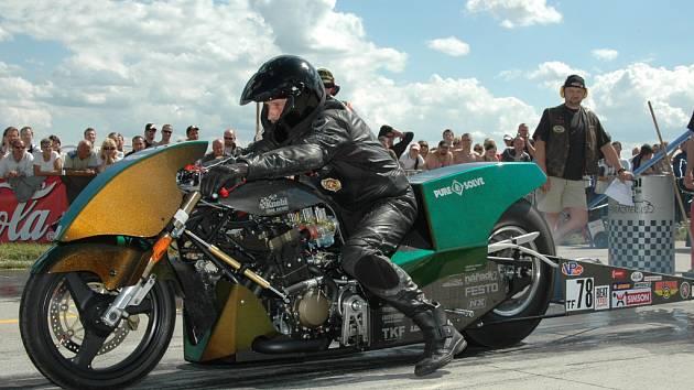 Motocyklová monstra byla již několikrát  na hoškovickém letišti středem pozornosti motoristických fanoušků.